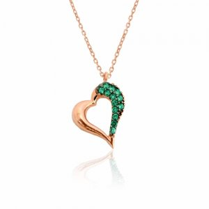 Καρδιά ροζ χρυσή διάτρητη 14Κ, σε πλάγιο σχέδιο. Είναι διακοσμημένη με πράσινα ζιργκόν και λουστρέ φινίρισμα.