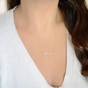 Πλάγιος σταυρός κολιέ από χρυσό 14Κ με λαμπερά λευκά ζιργκόν και διακριτική αλυσίδα.