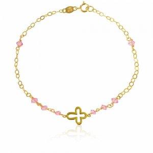 Παιδικό βραχιόλι με σταυρό διάτρητο και ροζ συνθετικές πέτρες, από χρυσό 14Κ, σε λουστρέ φινίρισμα.