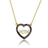 """Κολιέ ΜΟΜ καρδιά, από χρυσό 14Κ. H διάτρητη καρδιά είναι διακοσμημένη με μαύρα ζιργκόν περιμετρικά, ενώ στο κέντρο η λέξη """"ΜΟΜ"""" έχει λουστρέ φινίρισμα."""