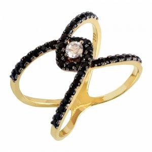 Δαχτυλίδι με μαύρα ζιργκόν από χρυσό 14Κ σε ιδιαίτερο χιαστί σχέδιο. Είναι δικοσμημένο με μαύρες πέτρες ζιργκόν και μία λευκή ζιργκόν στο κέντρο.