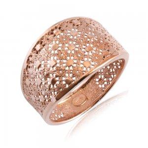 Δαχτυλίδι διάτρητο ροζ χρυσό 14Κ. Έχει ανάγλυφο σχέδιο που παραπέμπει σε δαντέλα και λουστρέ φινίρισμα.