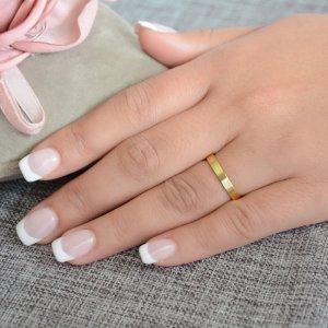 Βέρες γάμου χρυσές 14Κ, με τετραγωνισμένη επιφάνεια 3 mm σε λουστρέ λαμπερό φινίρισμα. Η αρχική τιμή αναφέρεται σε μία βέρα Νο 10 και μεταβάλλεται ανάλογα με το νούμερό σας.