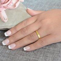 Βέρες γάμου ματ φινιρίσματος, από χρυσό 14Κ, με πλακέ τετραγωνισμένη επιφάνεια 3 mm. Η αρχική τιμή αναφέρεται σε μία βέρα Νο 10 και μεταβάλλεται ανάλογα με το νούμερό σας.