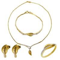 Σετ κοσμημάτων από χρυσό 14Κ διακοσμημένο με διακριτικό φύλλο και λευκές πέτρες ζιργκόν, δεμένες σε λευκό χρυσό. Έχει λαμπερό λουστρέ φινίρισμα και ανάγλυφα στοιχεία. Το σετ αποτελείται από κολιέ, βραχιόλι, σκουλαρίκια και δαχτυλίδι.