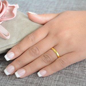 Bέρες γάμου από χρυσό 14Κ, σε κλασικό σχέδιο, με καμπυλωτή επιφάνεια 3.2 mm σε λουστρέ λαμπερό φινίρισμα. Η αρχική τιμή αναφέρεται σε μία βέρα Νο 10 και μεταβάλλεται ανάλογα με το νούμερό σας.