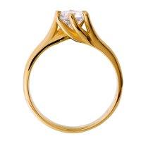 Μονόπετρο φλόγα από χρυσό 14Κ, διακοσμημένο με μία εντυπωσιακή πέτρα ζιργκόν. Έχει ιδιαίτερο σχέδιο στη βάση, η οποία αγκαλιάζει την πέτρα περιστροφικά με έξι στηρίγματα που την αναδεικνύουν υπέροχα!