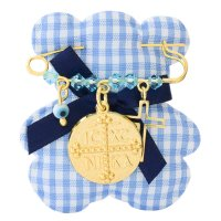 Φυλαχτό από ασήμι 925 επίχρυσο για αγοράκι. Είναι διακοσμημένη με στρογγυλό κωνσταντινάτο, ματάκι, σταυρουδάκι και όμορφες γαλάζιες πέτρες.