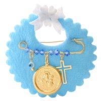 Φυλαχτό για μωρό νεογέννητο από ασήμι 925 επίχρυσωμένο πάνω σε γαλάζιο βελούδινο μαξιλαράκι. Είναι διακοσμημένη με οβάλ φυλαχτό με την Παναγία, ματάκι, σταυρουδάκι και γαλάζιες πέτρες.
