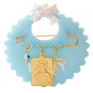 Παιδικό φυλαχτό ασημένιο 925 επίχρυσο πάνω σε γαλάζιο υφασμάτινο μαξιλαράκι. Η παραμάνα είναι διακοσμημένη με ορθογώνιο φυλαχτό με τον Χριστό, ματάκι, σταυρουδάκι και γαλάζιες πέτρες.