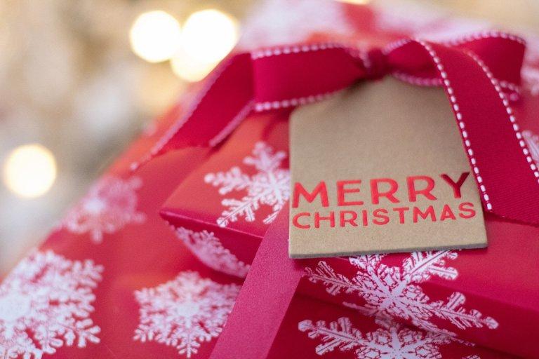 Χριστουγεννιάτικα δώρα Στην Kosmimatothiki θα βρείτε αμέτρητες επιλογές δώρων για κάθε προτίμηση και με μεγάλη γκάμα τιμών. Περιηγηθείτε στο χριστουγεννιάτικο ιστότοπό μας για να επιλέξετε τα δικά σας δώρα.