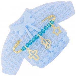 Δώρο για νεογέννητο παραμάνα, από ασήμι 925 επίχρυσο, πάνω σε πλεκτό ζακετάκι. Η παραμάνα για νεογέννητο αγόρι είναι διακοσμημένη με αστέρι, αυτοκινητάκι, διάτρητο σταυρό και γαλάζιες πέτρες.