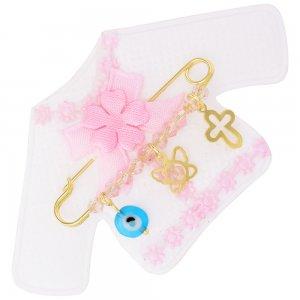 Παραμάνα με κρεμαστά ασημένια 925, επίχρυσωμένη, πάνω σε παιδικό ζακετάκι. Η παραμάνα για νεογέννητο κοριτσάκι είναι διακοσμημένη με ματάκι, πεταλούδα, σταυρό και ροζ πέτρες.