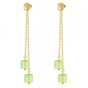 Σκουλαρίκια ασημένια 925 κρεμαστά επίχρυσα, σε σχέδιο με διπλή αλυσίδα και πέτρες ζιρκόν σε ανοιχτό πράσινο χρώμα, με σχήμα κύβου.