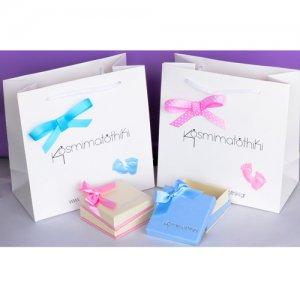 Παιδική συσκευασία δώρου για νεογέννητο και παιδικό κόσμημα από το κατάστημα Κοσμηματοθήκη.