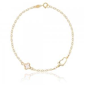 Δώρο για νέα μαμά χρυσό βραχιόλι 9Κ με πατούσα και σταυρουδάκι από φίλντισι. Η χρυσή αλυσίδα είναι διακοσμημένη με δύο διακριτικά μαργαριτάρια.