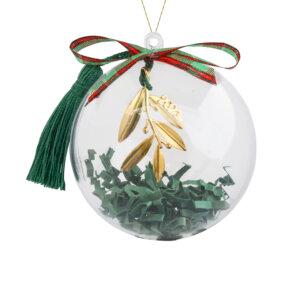 Γούρι 2021 ελιά ασημένιο 925 σε ανάγλυφο σχέδιο, κρεμασμένο σε πράσινη φούντα. Περιλαμβάνεται υπέροχη συσκευασία δώρου, διάφανη μπάλα, για να το κρεμάσετε στο δέντρο σας!