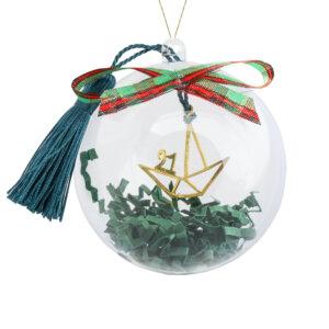 Γούρι 2021 καράβι ασημένιο 925 σε διάτρητο σχέδιο, κρεμασμένο σε πετρόλ φούντα. Περιλαμβάνεται υπέροχη συσκευασία δώρου, διάφανη μπάλα, για να το κρεμάσετε στο δέντρο σας!